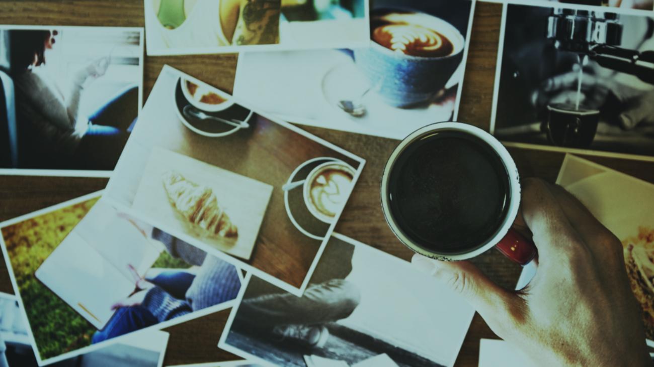 Fotografías en una mesa