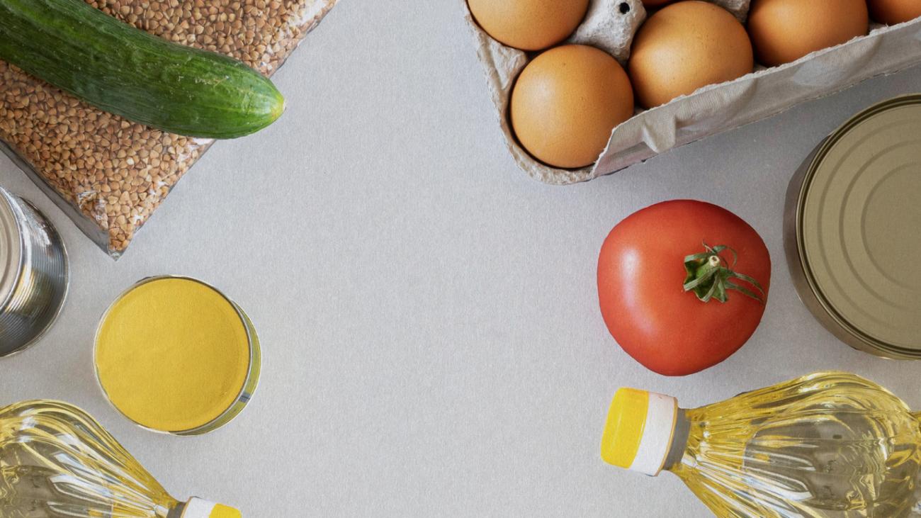 Huevo, aceite, tomate y otros alimentos