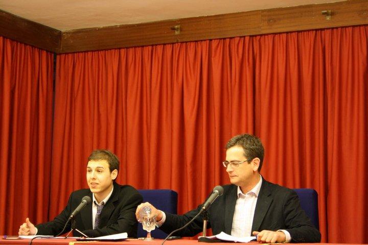 El periodista Carlos Larroy con el político Antonio Basagoiti