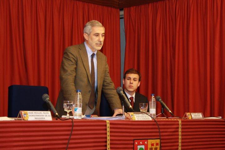 El periodista Carlos Larroy con el político Gaspar Llamazares