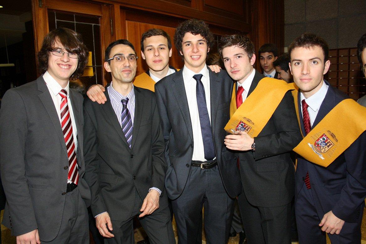 Jóvenes universitarios del Colegio Mayor Larraona