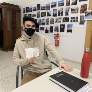 estudiante ganador de un premio
