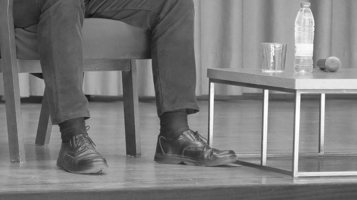 zapatos del ponente de la conferencia