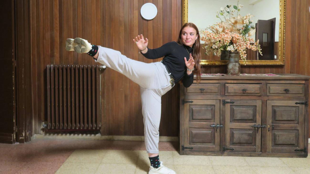 estudiante haciendo karate