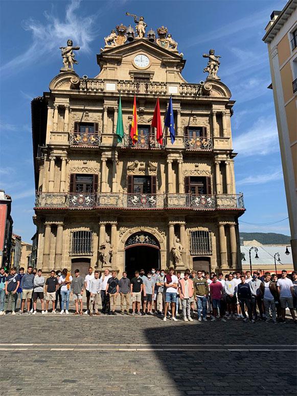 los colegiales de larraona visitan el ayuntamiento de pamplona